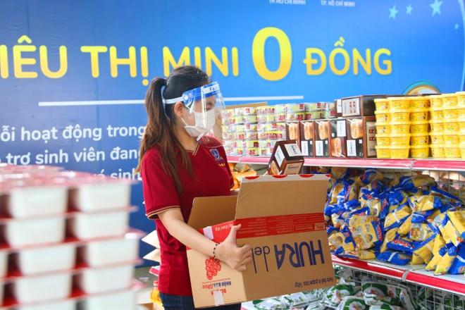 PNJ mở nhiều siêu thị 0 đồng để hỗ trợ người dân bị ảnh hưởng bởi Covid-19 ảnh 8
