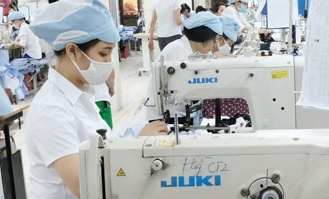 Nhiều doanh nghiệp dệt may đã có đơn hàng tới hết năm 2021.