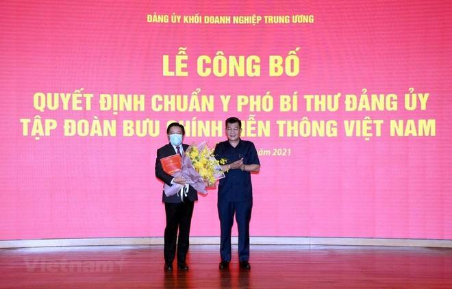 Ông Huỳnh Quang Liêm (trái) là Phó bí Thư Đảng ủy Tập đoàn VNPT nhiệm kỳ 2020-2025. (Ảnh: T.Q).