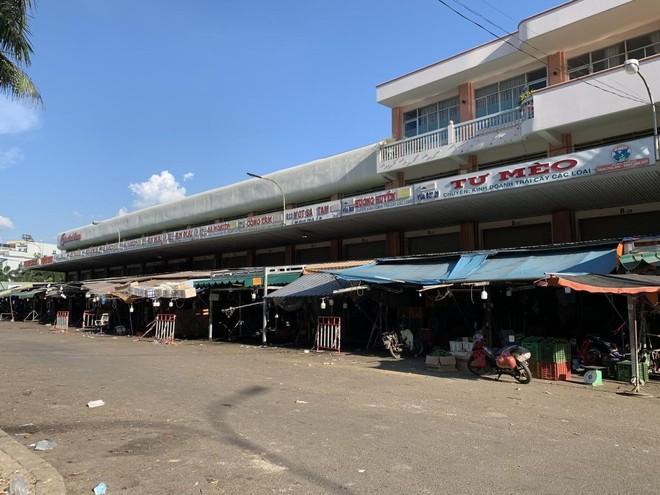 Chợ đầu mối Hóc Môn đóng cửa hơn 10 tuần nay.