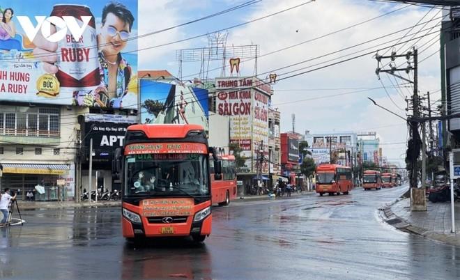 15 xe chở 233 công dân An Giang về quê an toàn.