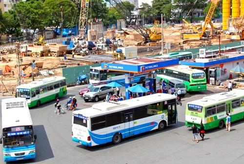 Mỗi năm TP HCM chi hơn 1.000 tỷ đồng ngân sách để trợ giá cho xe buýt. Ảnh:Hữu Nguyên.