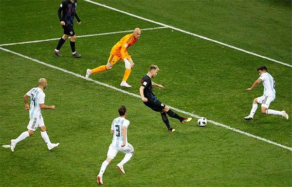 Argentina 0-3 Croatia: Argentina tệ nhất nhiều năm qua, Messi như 'vật thể lạ' ảnh 4