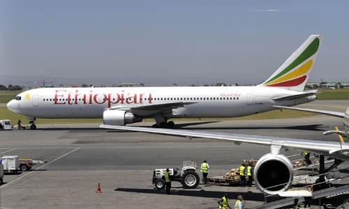Một chiếc Boeing 737 của hãng Ethiopian Airlines chuẩn bị cất cánh từ Nairobia, Kenya. Ảnh:AFP.
