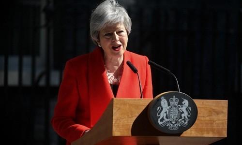 Bà May tuyên bố từ chức trước Văn phòng Thủ tướng, số 10 phố Downing. Ảnh:AFP.
