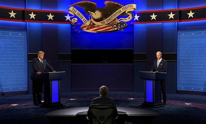 Ông Trump (trái) chuẩn bị tranh luận với ông Biden (phải). Ảnh: CNN.