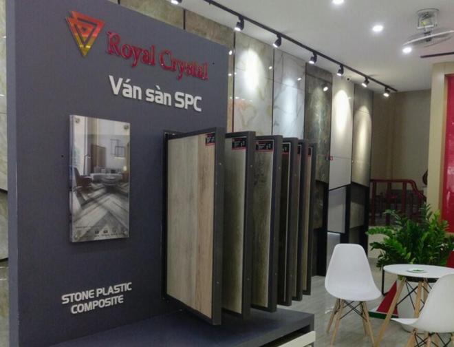Hoàng Gia Pha Lê ký hợp đồng lô lớn xuất khẩu gạch nhựa SPC sang Mỹ