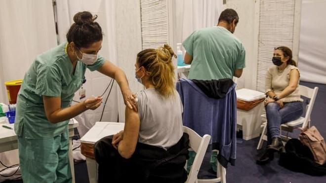 Israel là quốc gia đi đầu trong việc tiêm vắc-xin Covid-19 cho người dân