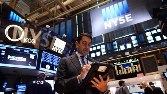 Fed giảm lãi suất, giới đầu tư hồ hởi xuống tiền
