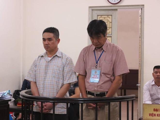Hai bị cáo Long và Phong.