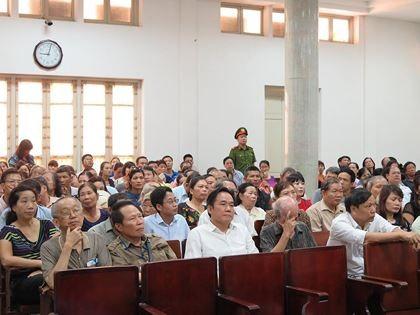 Nhiều bị hại đến tham dự phiên tòa.
