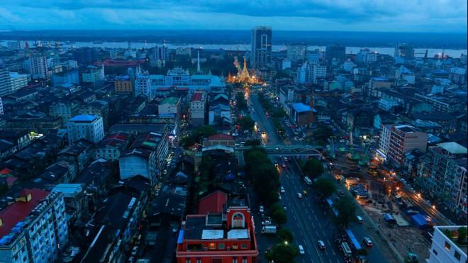 Các nhà đầu tư nước ngoài và các doanh nghiệp tại Myanmar đều có thể rút vốn khỏi quốc gia sau khi quân đội nắm quyền (Ảnh: Reuters)