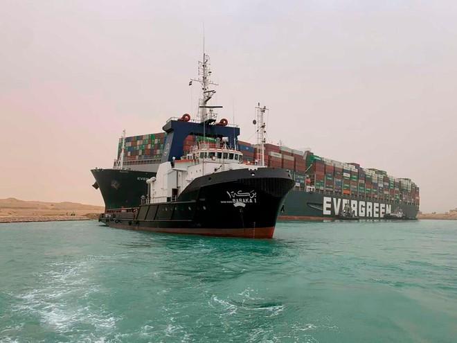 Hình ảnh con tàu container mắc kẹt ở kênh đào Suez. Nguồn: Suez Canal Authority