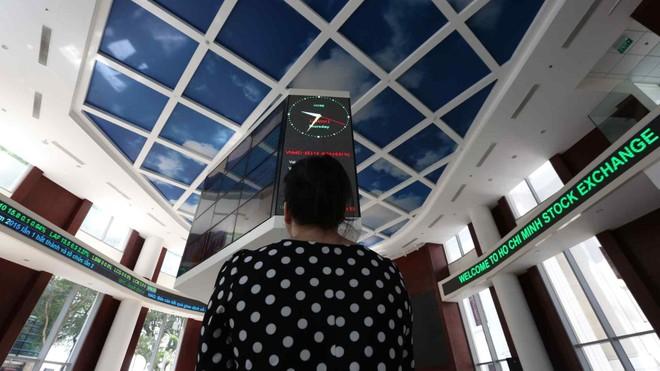 Nikkei Asia nêu 3 lý do khiến nhà đầu tư F0 đổ vào thị trường chứng khoán Việt Nam