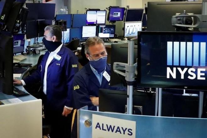 Các nhà đầu tư Mỹ đang để mắt đến lạm phát, nhiều cổ phiếu đảo chiều giảm do yếu tố mùa vụ