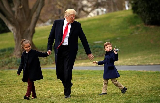 Tổng thống Mỹ Donald Trump và cháu. Ảnh: Reuters.
