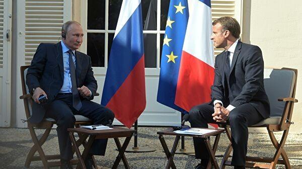 Tổng thống Nga Vladimir Putin và Tổng thống Pháp Emmanuel Macron