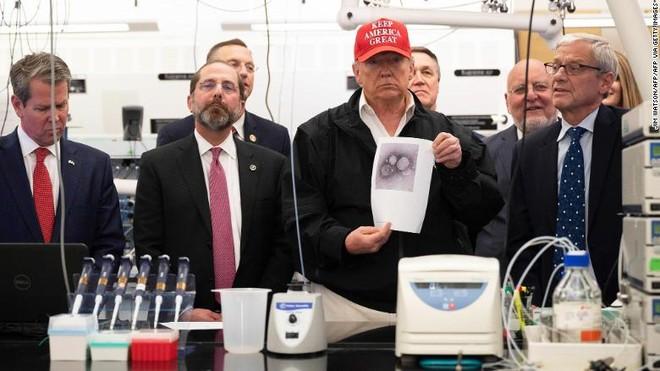 Cảnh ông Trump tại CDC ngày 6/3. Ảnh: CNN.