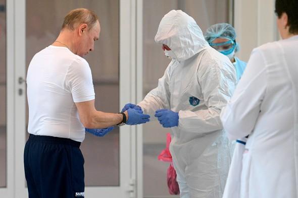 Tổng thống Putin đến thăm bệnh viện cách ly các ca nghi nhiễm Covid-19 ảnh 1