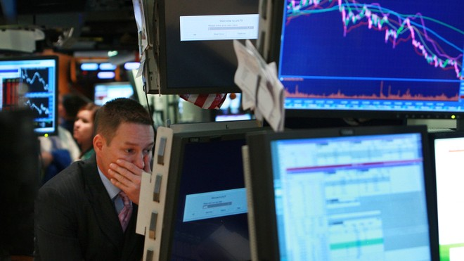 Giới đầu tư bán tháo trong sự hoảng loạn