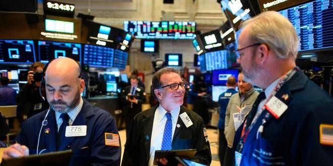 Giới đầu tư hồi hộp chờ tin vui