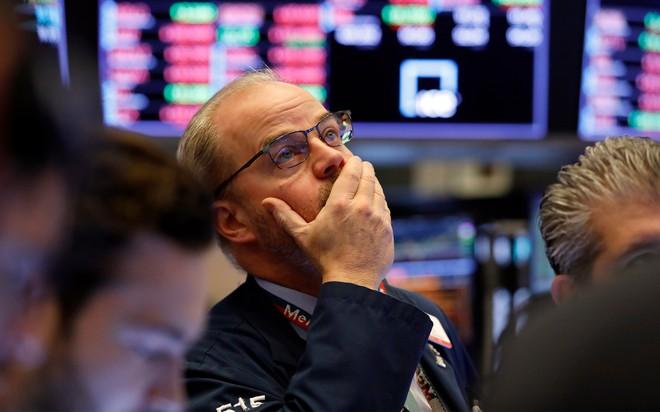 Giới đầu tư đánh mất niềm tin, chứng khoán tiếp tục tụt dốc