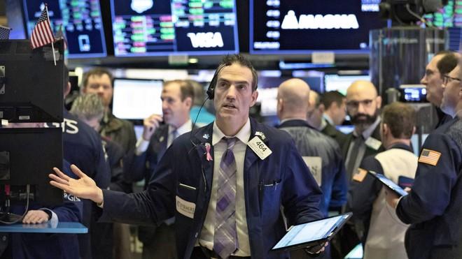 Thị trường lao dốc, giới đầu tư bỏ chạy
