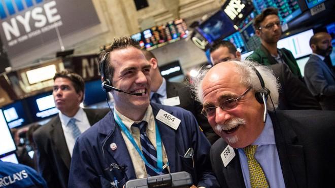 Dữ liệu việc làm gây thất vọng, giới đầu tư đặt cược vào Fed
