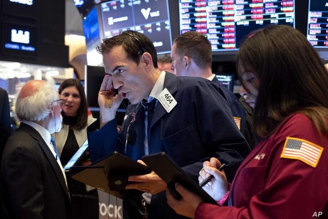 Giới đầu tư hoang mang, bất chấp lời xoa dịu từ Fed