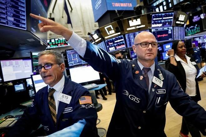 Bất chấp lạm phát kỷ lục, giới đầu tư vẫn đổ tiền vào chứng khoán