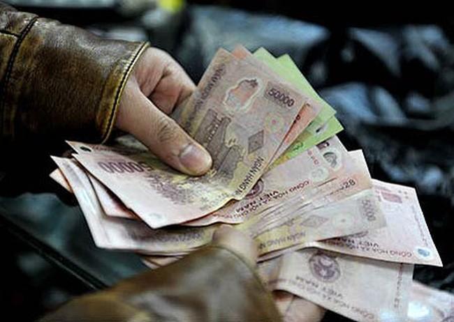 Phạt tiền đối với hành vi phá hoại, hủy hoại tiền Việt Nam trái pháp luật