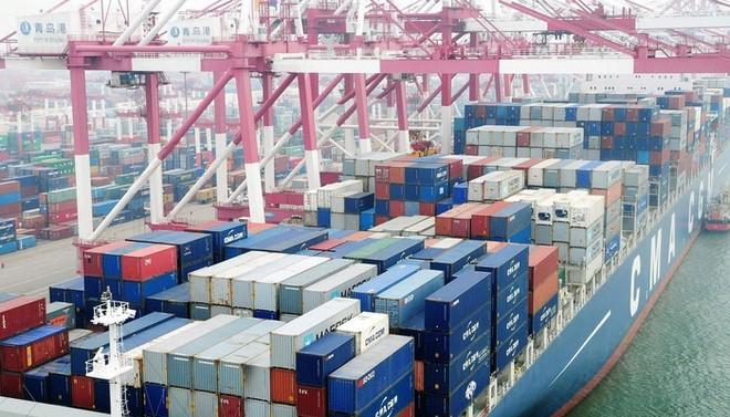 Theo WB, xu hướng tăng xuất khẩu hàng hóa đang chững lại, trong khi các hoạt động nhập khẩu có dấu hiệu giảm dần.