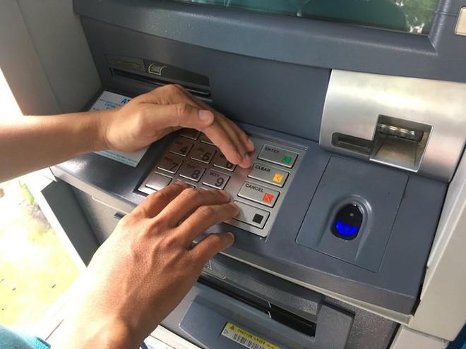 Làm sao để tránh bị đánh cắp tiền trong tài khoản ngân hàng?