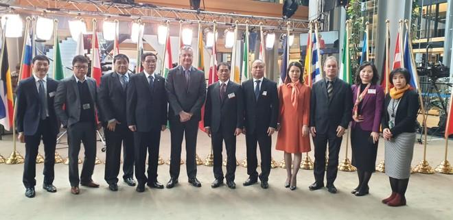 EuroCham và Đại sứ quán Việt Nam tại EU cùng ông Bùi Thanh Sơn, Thứ trưởng Bộ Ngoại giao tham dự phiên bỏ phiếu của Quốc hội EU tại Strasbourg, Pháp hôm 12/2.