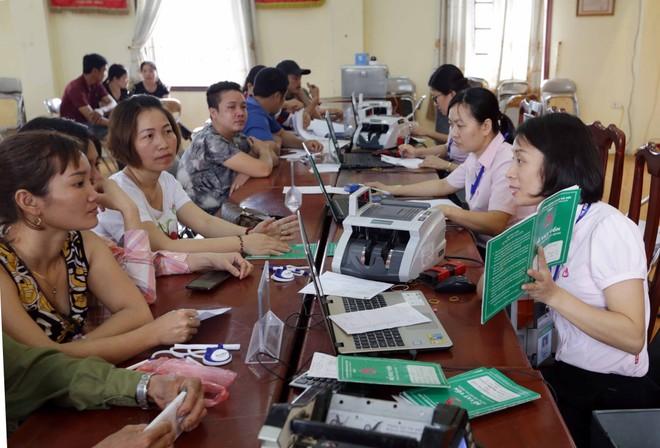 Hà Nội sẽ ủy thác 650 tỷ đồng qua Ngân hàng Chính sách xã hội TP. Hà Nội để cho người nghèo vay vốn vượt khó (hình ảnh chụp trước ngày 1/4/2020)