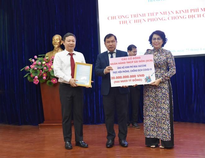 Cổ đông SCB ủng hộ quỹ phòng chống dịch COVID-19 của TP. Hồ Chí Minh