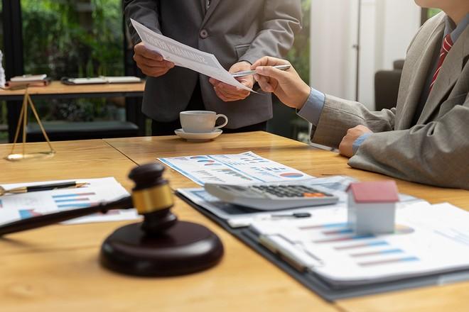 Cổ đông chật vật đòi người quản lý bồi thường thiệt hại