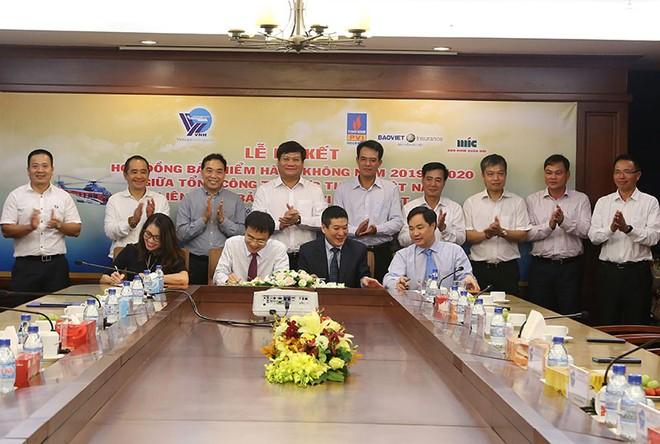 Ký kết hợp đồng bảo hiểm cho 30 máy bay của Tổng công ty trực thăng Việt Nam