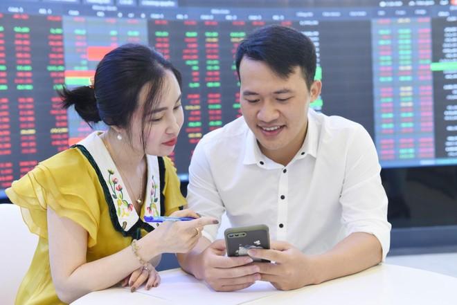 Bloomberg: Nhà đầu tư cá nhân giúp chứng khoán Việt Nam trở thành thị trường chứng khoán sinh lời tốt nhất khu vực