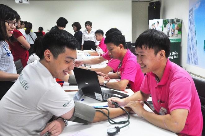Manulife Việt Nam tiếp tục chương trình hiến máu tình nguyện tại Hà Nội và TP HCM