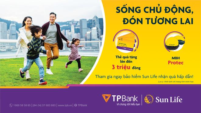 Sun Life tặng quà cho khách hàng mua bảo hiểm qua TPBank