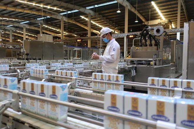Vinamilk dẫn đầu ngành hàng sữa nước