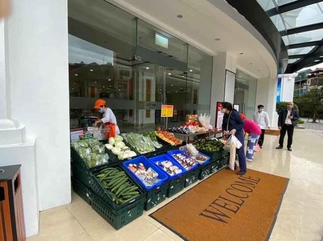 Mở các điểm bán hàng dã chiến tăng cường phục vụ người dân
