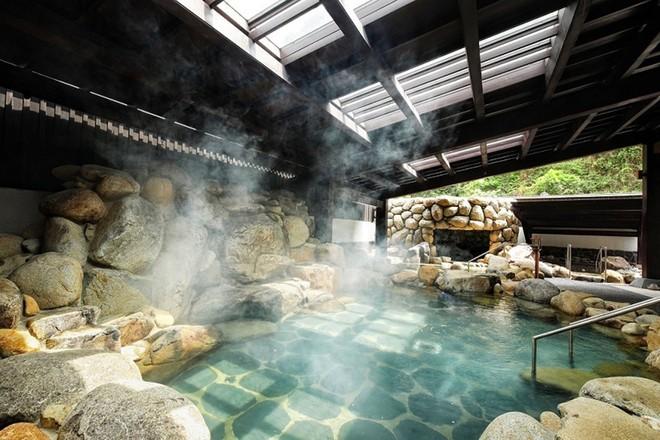 Khám phá khu tắm onsen đặc biệt nhất Việt Nam ảnh 1