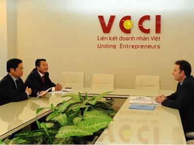 VCCI đề xuất tăng 12% lương tối thiểu