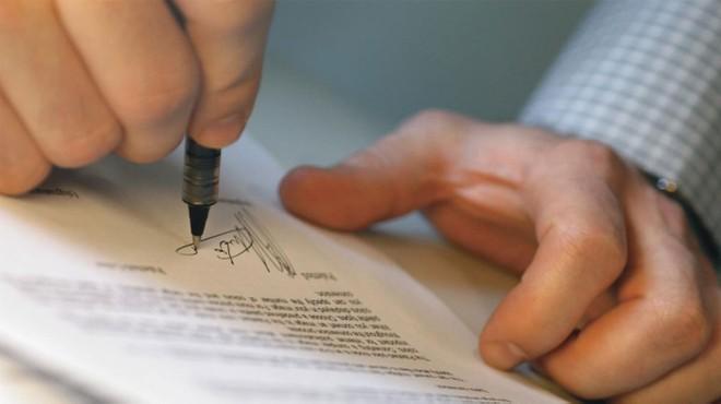 Cả doanh nghiệp, đại lý cũng như khách hàng đều phải hết sức cẩn thận khi ký hợp đồng bảo hiểm