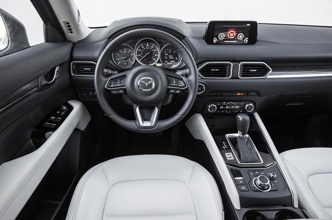 Nội thất Mazda CX-5 2017 đánh bại xe sang Lexus ảnh 4