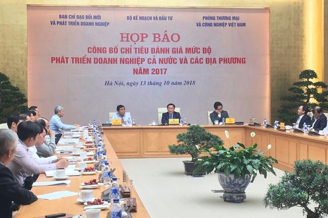 Phó Thủ tướng Vương Đình Huệ chủ trì cuộc họp báo sáng 13/10