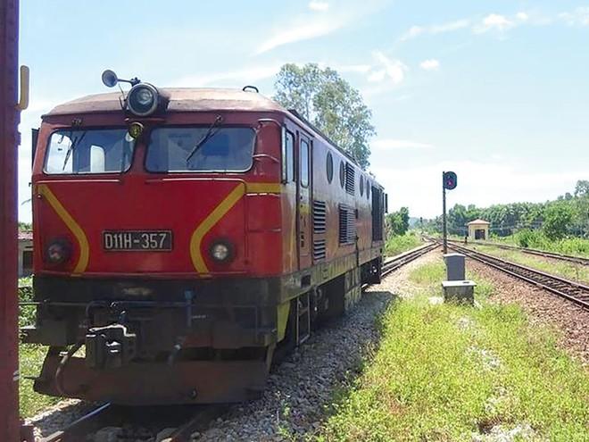 Ngành đường sắt đang tụt hậu so với các loại hình vận tải khác, khi vận tải hành khách và doanh thu liên tục giảm. Ảnh: Đức Thanh