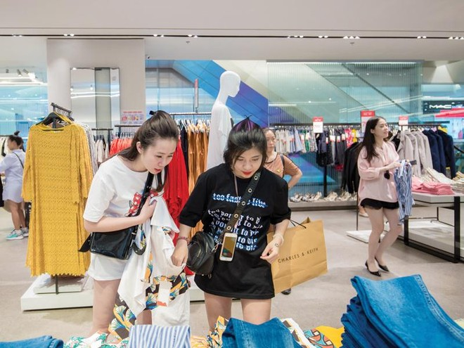 Mang đến cho khách hàng cảm giác thực khi được chạm tay vào sản phẩm sẽ thúc đẩy việc mua sắm tốt hơn, nhất là trong lĩnh vực thời trang.